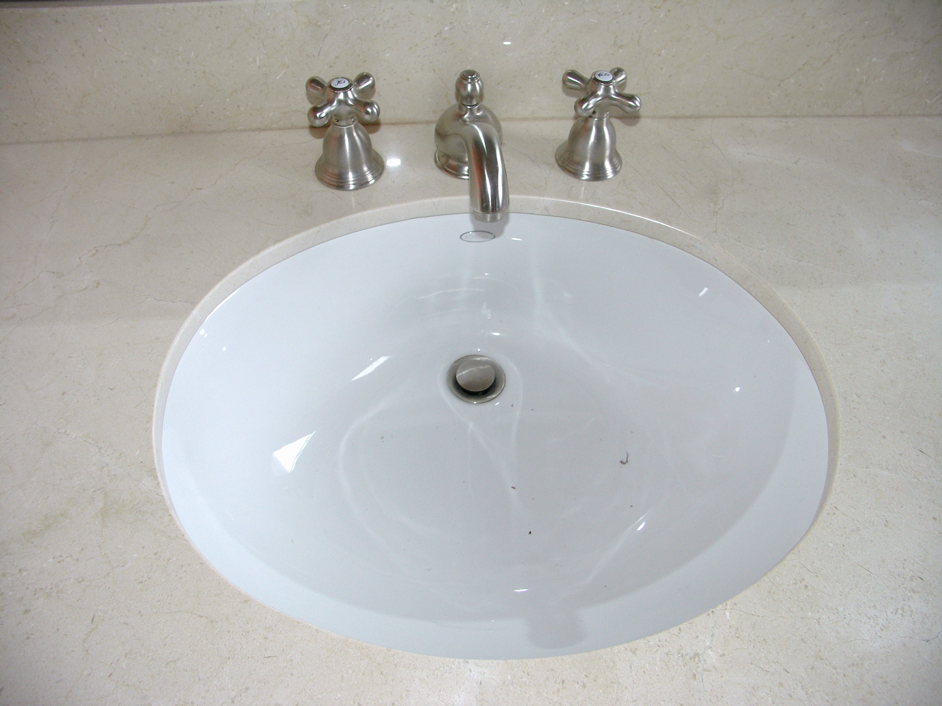Sink Undermount : Undermount Sink with Widespread Faucet